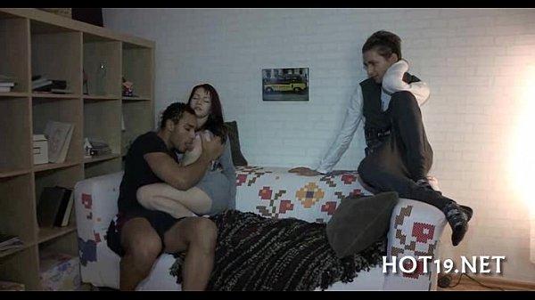 prishel-k-zhene-svoego-druga-i-trahnul-ee-massazh-sovrashenie-onlayn-video