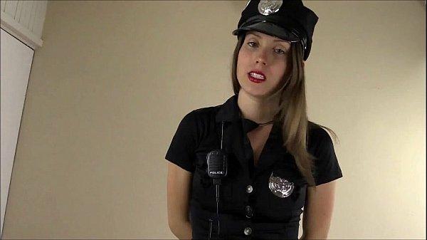 Европейская красотка мастурбирует полицейской дубинкой  703211