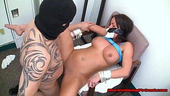 Смотреть онлайн порно два грабителя в масках